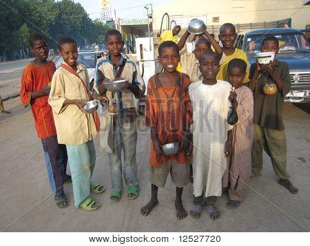 niños de mendigo en Camerún
