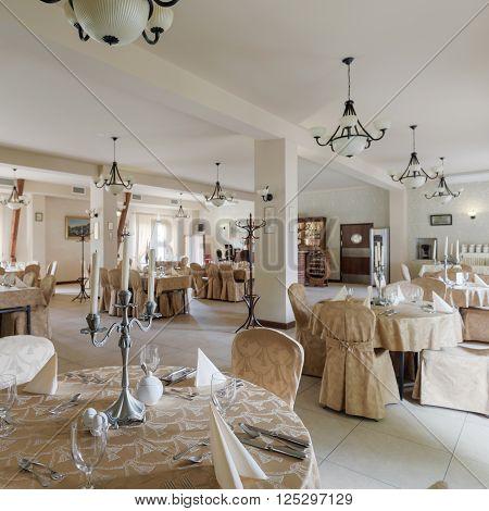 Banquet in posh restaurant in contermporaty classic style