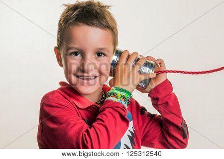 child with a dosentelefon