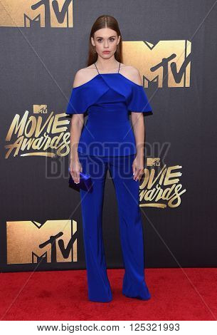 LOS ANGELES - APR 09:  Holland Roden arrives to the Mtv Movie Awards 2016  on April 09, 2016 in Hollywood, CA.