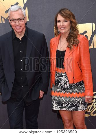 LOS ANGELES - APR 09:  Dr. Drew Pinsky & Susan Pinsky arrives to the Mtv Movie Awards 2016  on April 09, 2016 in Hollywood, CA.