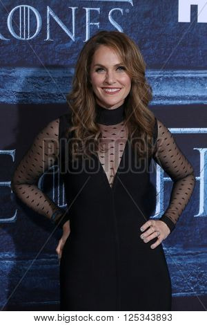 LOS ANGELES - APR 10:  Amy Brenneman at the Game of Thrones Season 6 Premiere Screening at the TCL Chinese Theater IMAX on April 10, 2016 in Los Angeles, CA