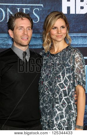 LOS ANGELES - APR 10:  Glenn Howerton, Jill Latiano at the Game of Thrones Season 6 Premiere Screening at the TCL Chinese Theater IMAX on April 10, 2016 in Los Angeles, CA