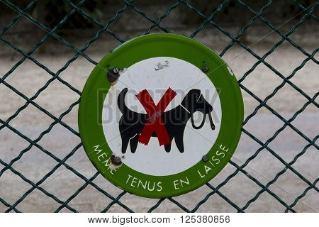 It is a sign on the fence of one of the Parisian parks banning dog walking.
