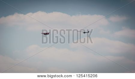 unpowered glider pulled by a rope sport plane