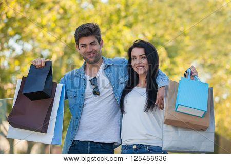 COUPLE ON VACATION SHOPPING TRIP