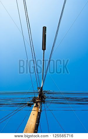Many wire electric lines and lamppost on the electricity post.