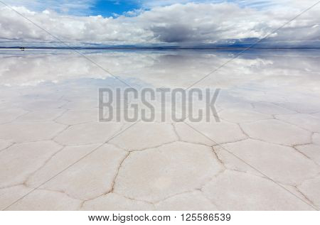 Panoramic view of reflecting surface the lake Salar de Uyuni, Bolivia