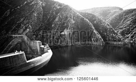 B&w Kouga Dam