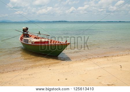 The green ship anchor at seaside of island in thailand