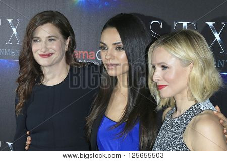 LAS VEGAS - APR 12:  Kathryn Hahn, Mila Kunis, Kristen Bell at the STX Photocall - Cinemacon at the Caesars Palace on April 12, 2016 in Las Vegas, NV