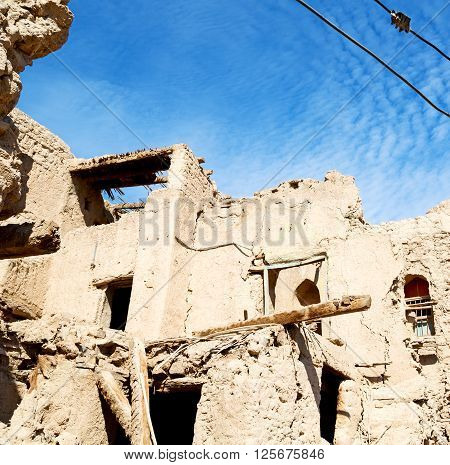 In Oman The Old Abandoned Village Arch    House And  Cloudy Sky
