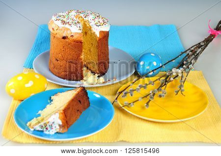 Table setting for Easter - Easter cakes and colored eggs.