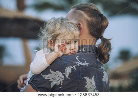 Small child in the arms of the father embracing the sentimental portrait