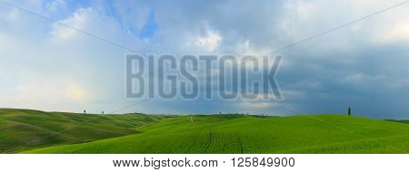 Breathtaking Landscape Photos of the Rolling Hills of Tuscany, Italy