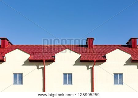 Roof With Rain Gutter System