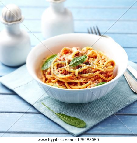 Spaghetti with cheese sauce and fresh sage