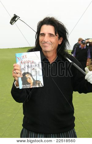PALOS VERDES - APR 29: Alice Cooper at the 9th annual Michael Douglas and friends Celebrity Golf Tournament at the Trump National Golf Club in Palos Verdes, CA on April 29, 2007