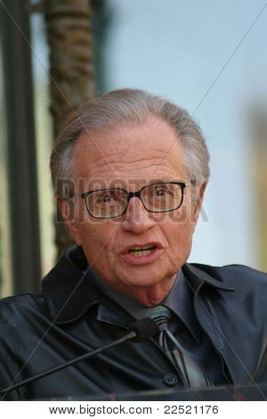 LOS ANGELES - APR 10: Larry King bei einer Zeremonie Regis Philbin den 2222th Stern in Los A erhält