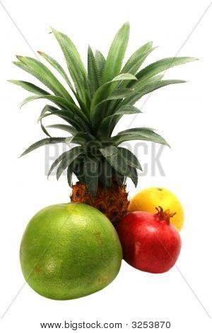 Ananas mit Granatapfel und grapefruit
