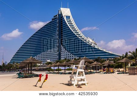 Jumeirah Beach Hotel preceded by the beachfront