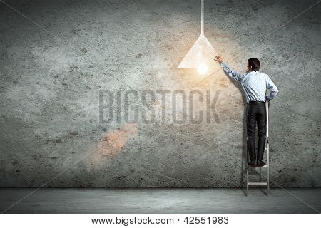 Business man drawing lamp