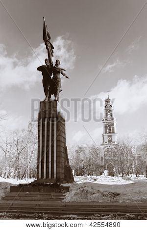 Monument To Komsomol Of Ural And The Ascension Church In Yekaterinburg