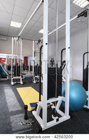 Gym apparatus in a gym hall
