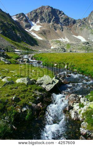 Fonte de Rio de montanha