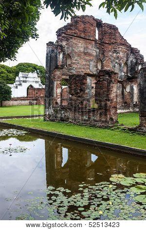 Building in Phra Narai Ratchaniwet