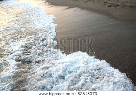Foaming sea and beach .