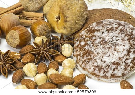 Dried fruits and gingerbread