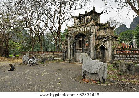 Thai Vi Temple, Vietnam
