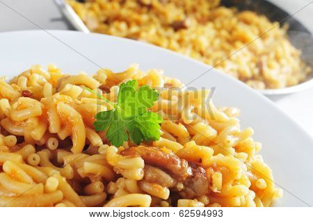 closeup of a plate with with spanish noodles with chicken