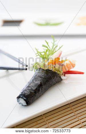 California Handroll Temaki Sushi