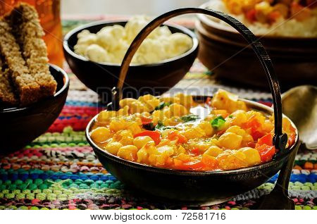 Curry Chickpea With Cauliflower And Vegetables