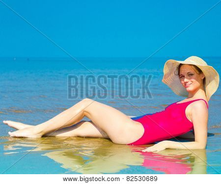 Pleasant Wellbeing Tanning Model
