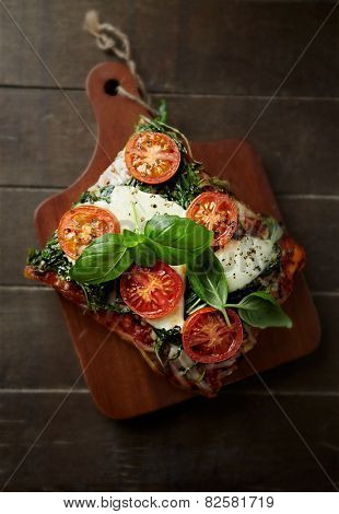 Ciabatta baked with mozzarella, cherry tomatoes and arugula