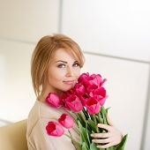 ������, ������: Happy woman with a bouquet of pink tulips