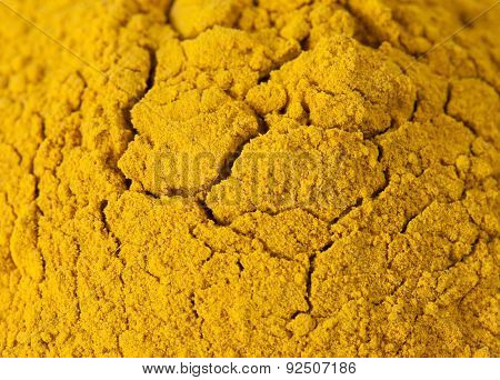 Curry powder spice with fractal cracks