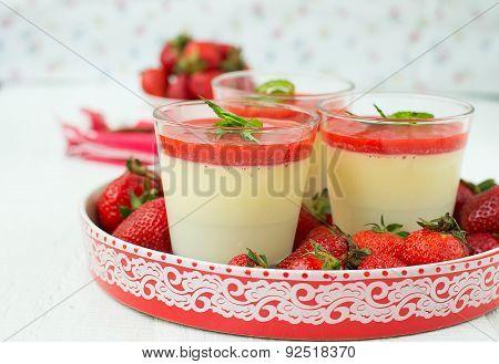Vanilla Panna Cotta With Berry Sauce