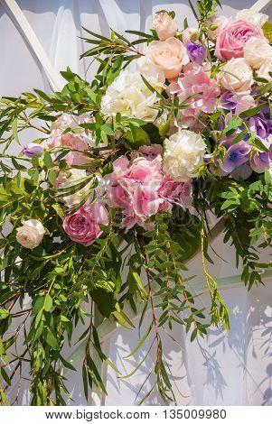 Fancy, Festive garland of roses and hydrangeas