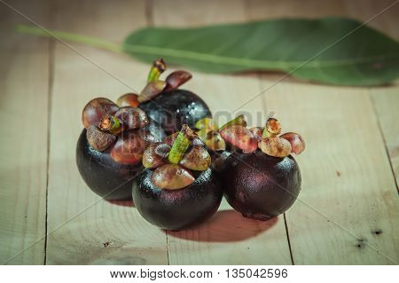 the sweet and fleshy product of a tree or other plant that contains seed and can be eaten as food.