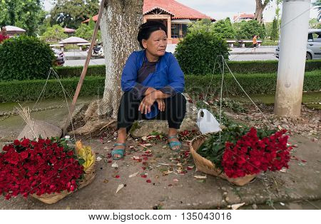 LANG SON, Vietnam, January 23, 2016 the woman, ethnic Nung, Lang Son Province, Vietnam, trading commissions, in the neighborhood, Lang Son city center