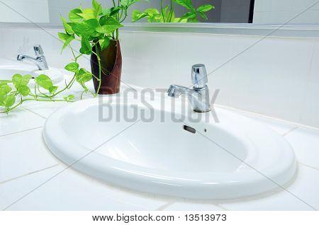 Handbasin in toilet