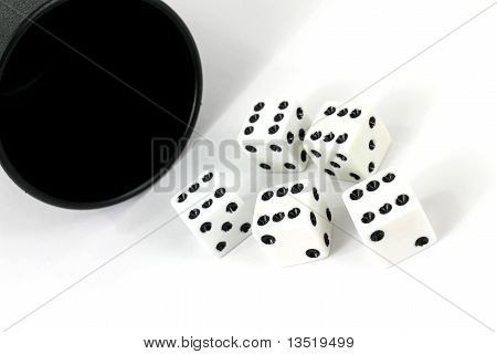 Five Dice With Cup
