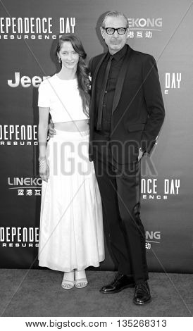 Jeff Goldblum and Emilie Livingston at the Los Angeles premiere of 'Independence Day: Resurgence' held at the TCL Chinese Theatre in Hollywood, USA on June 20, 2016.