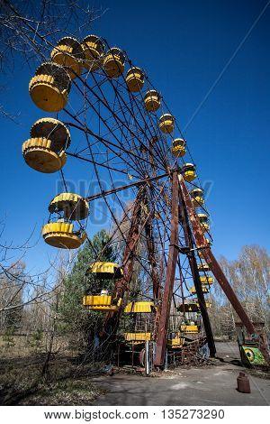 ferris wheel pripyat chernobyl zone abandoned radioactive