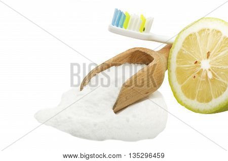 white teeth with lemon and baking soda