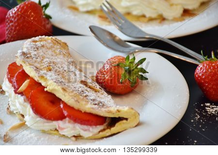 cake with strawberries. a delicious dish. a stunning picture. good appetite.